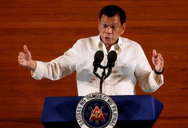 Vì thông tin sai, Tổng thống Duterte dọa trục xuất đại diện EU