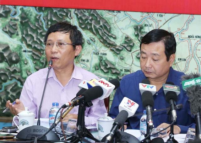 Ông Lê Thanh Hải (bìa trái) đánh giá ban đầu đầu về cơn bão số 11.