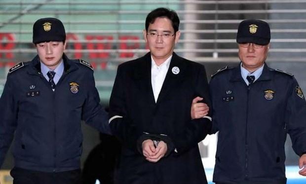 Người thừa kế Tập đoàn Samsung Jay Y. Lee khi bị bắt giữ. Ảnh Reuters