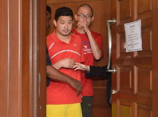 HLV Huang Qiang được cảnh sát đến phòng xử án hôm 11.10 /// CHỤP MÀN HÌNH