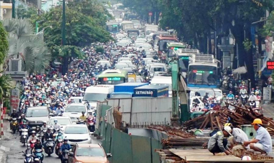 """Ngập nước kẹt xe bủa vây, người Sài Gòn như hóa điên vì """"chôn chân"""" trên đường - 16"""