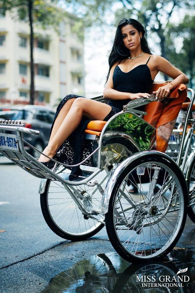 Nhan sac nguoi dep 'Fast & Furious 8' thi Hoa hau Hoa binh o Viet Nam hinh anh 3