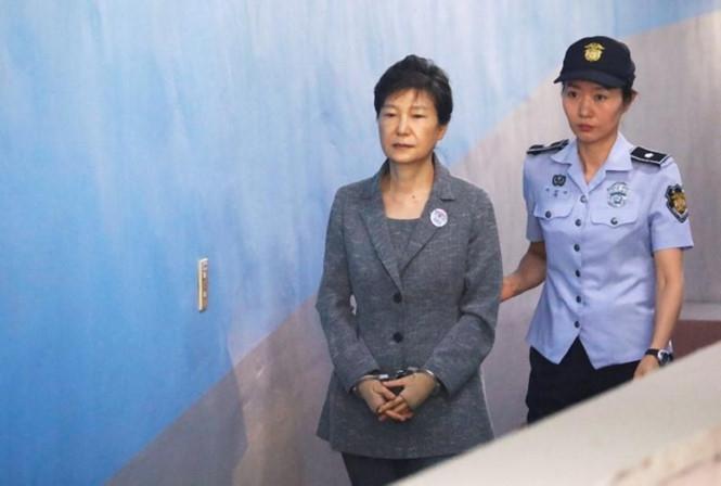 Bà Park bị dẫn giải ra tòa ngày 25.8 /// Reuters