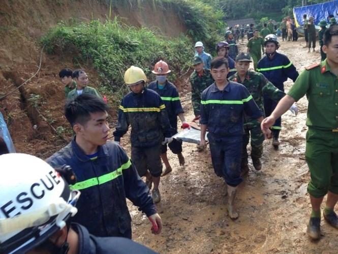 Vụ sạt lở đất ở Hoà Bình: Có thể nổ mìn để tìm kiếm các nạn nhân - ảnh 1