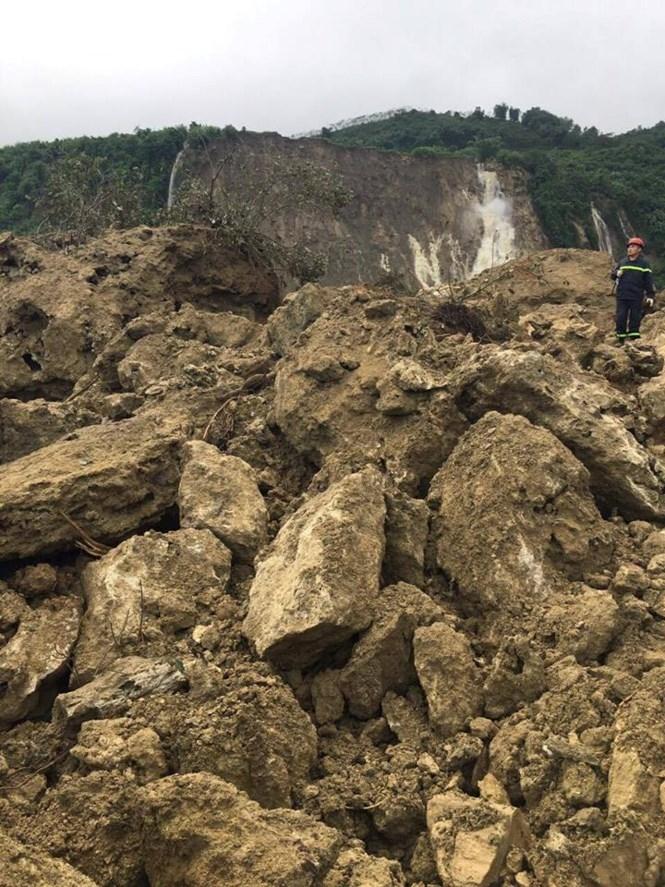 Vụ sạt lở đất ở Hoà Bình: Có thể nổ mìn để tìm kiếm các nạn nhân - ảnh 2