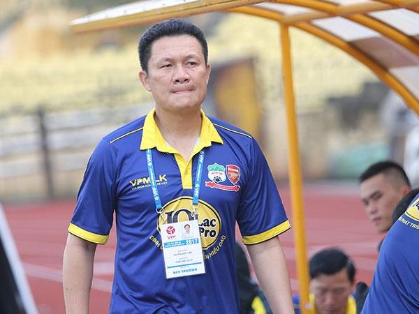 Vì sao HAGL chưa sa thải HLV Nguyễn Quốc Tuấn?