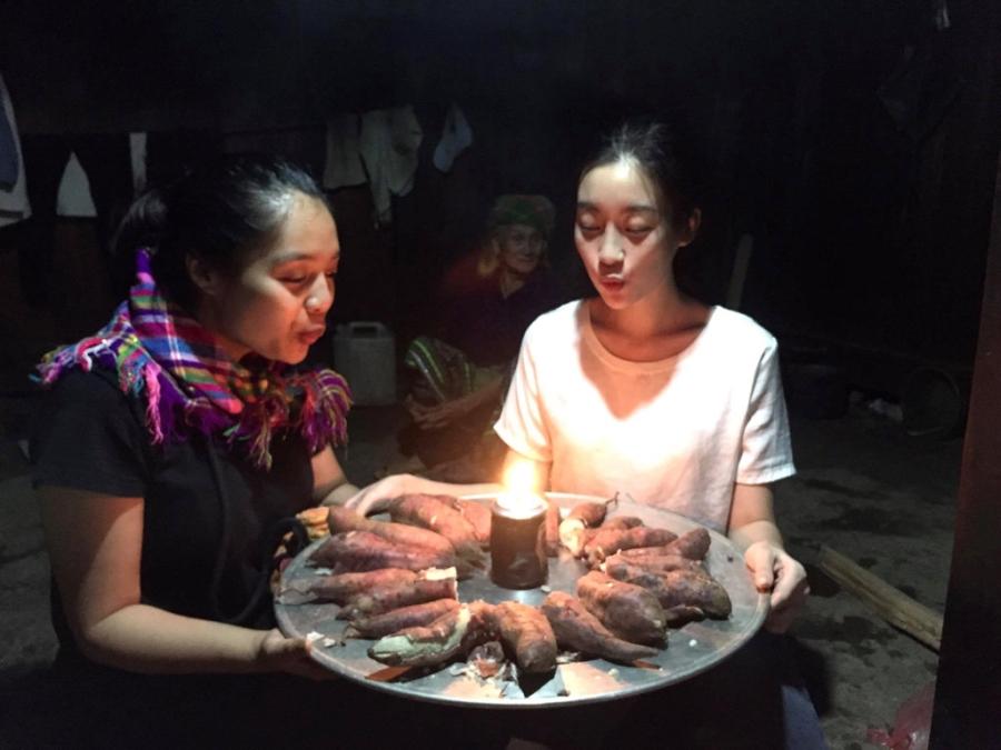 Hoa hau My Linh don sinh nhat ben ba con vung lu Yen Bai hinh anh 3