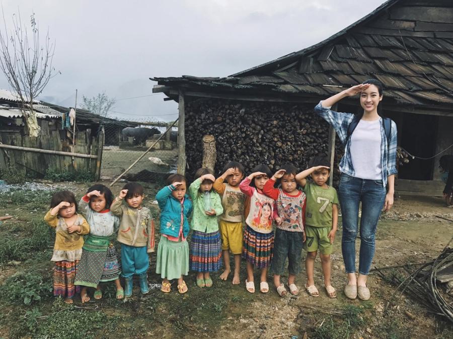 Hoa hau My Linh don sinh nhat ben ba con vung lu Yen Bai hinh anh 5