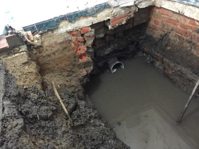 Đường cống thoát nước của ngôi biện thự cổ 146 Quán Thánh đã được tìm thấy.