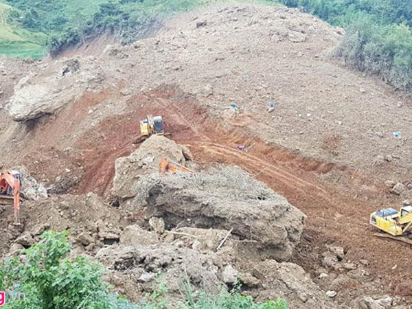 Tìm thấy thi thể người mẹ ôm chặt 2 con trong vụ lở đất ở Hòa Bình