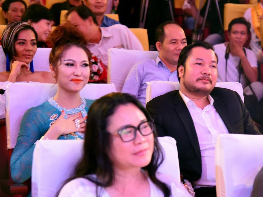 Bạn trai doanh nhân của Phi Thanh Vân bị bóc phốt đại gia ảo, nợ tiền không trả?-2