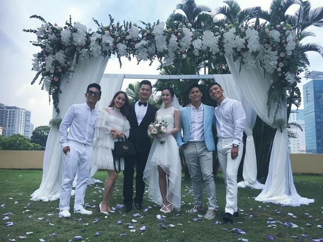 Ca sĩ Đức Tuấn bí mật tổ chức đám cưới cùng cô dâu xinh đẹp? - Ảnh 1.
