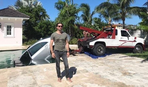 Tỷ phú 41 tuổi phải gọi cứu hộ đến vớt xe ô tô
