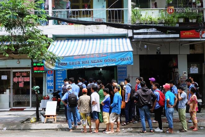 Chuyện sinh viên ăn cơm 2.000 đồng: Sắp xếp thời gian cho những nhu cầu thực sự cần thiết, các bạn sẽ kiếm đủ bữa ăn hàng ngày - Ảnh 1.