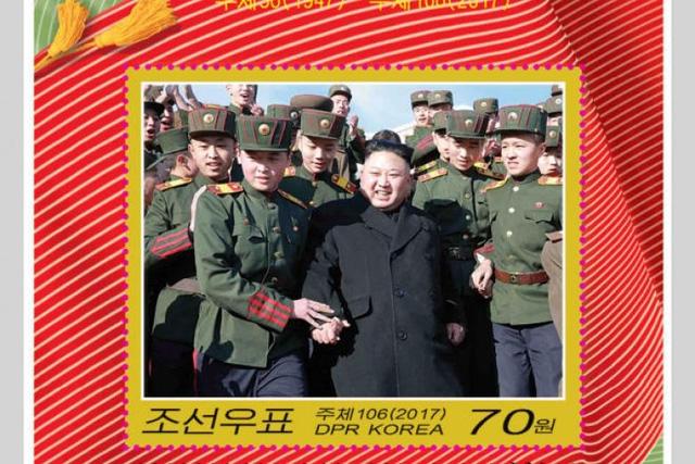 Con tem với hình ảnh nhà lãnh đạo Kim Jong-un (Ảnh: Reuters)