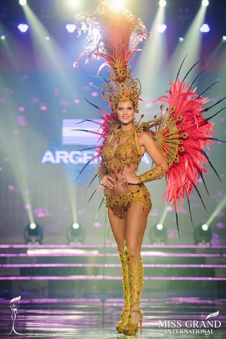 Trước giờ công bố kết quả, Huyền My lọt top 20 thí sinh có trang phục dân tộc được yêu thích nhất Miss Grand International 2017 - Ảnh 6.