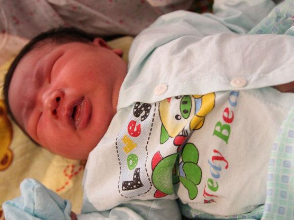 """Bố bé trai chào đời nặng kỷ lục 7,1kg: """"Lúc đầu tôi không tin, phải mang con đi cân lại"""""""