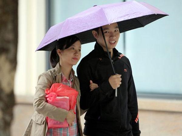 Dự báo thời tiết 16/10: Hà Nội giảm 10 độ, bão số 11 yếu nhanh