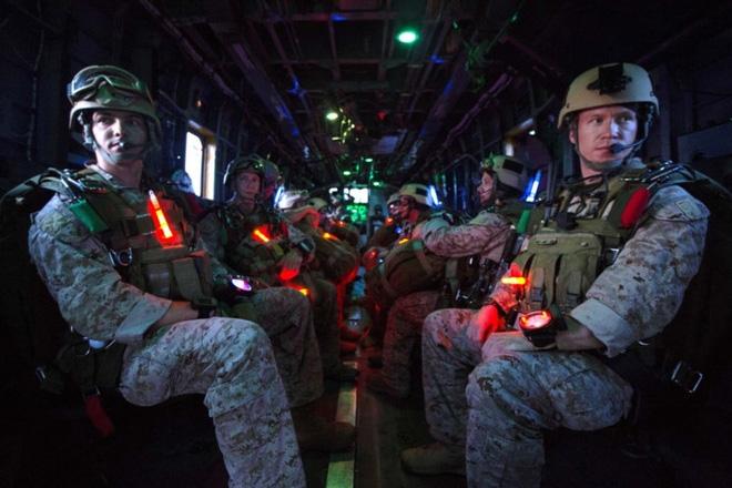 Ảnh: Thủy quân Lục chiến Mỹ huấn luyện khắc nghiệt trên khắp thế giới - Ảnh 10.