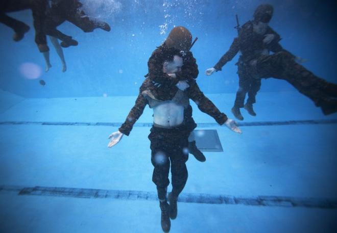 Ảnh: Thủy quân Lục chiến Mỹ huấn luyện khắc nghiệt trên khắp thế giới - Ảnh 11.