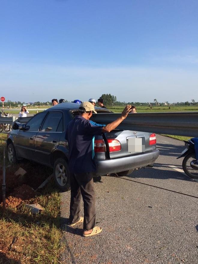 Hình ảnh vụ tai nạn ở Thanh Hóa khiến dân mạng đau đầu tranh luận - Ảnh 1.