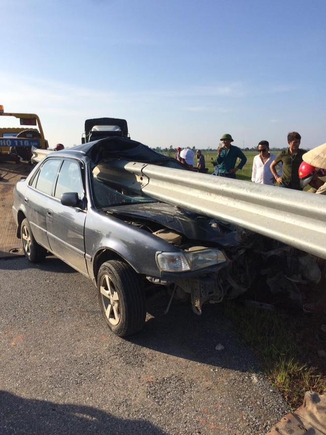 Hình ảnh vụ tai nạn ở Thanh Hóa khiến dân mạng đau đầu tranh luận - Ảnh 3.