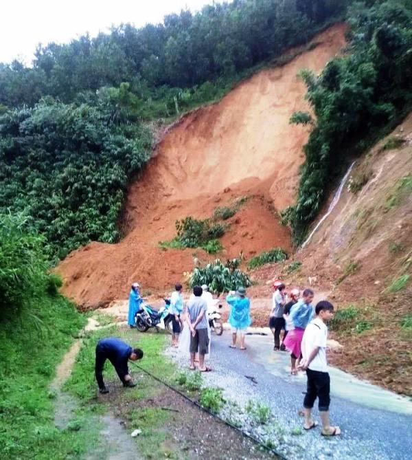 Nguy cơ sạt lở đất xảy ra khắp nơi ở Hòa Bình do mưa lũ lớn trên địa bàn những ngày qua.