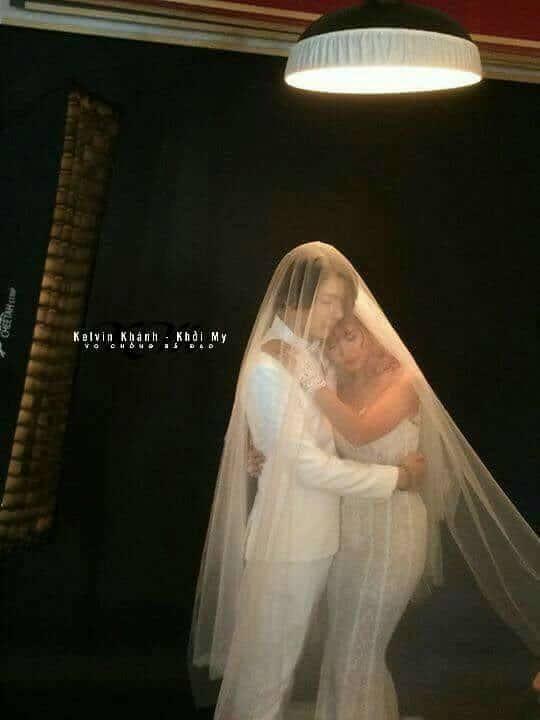 HOT: Khởi My e ấp, Kelvin Khánh để tóc dài lãng tử trong hậu trường chụp ảnh cưới - Ảnh 4.