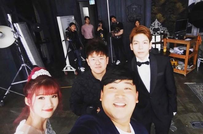 HOT: Khởi My e ấp, Kelvin Khánh để tóc dài lãng tử trong hậu trường chụp ảnh cưới - Ảnh 6.