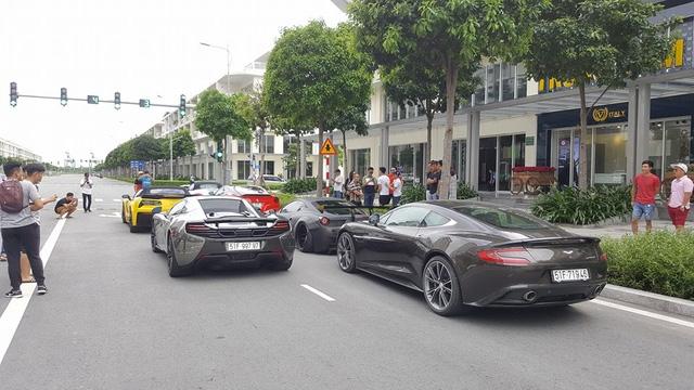 Xem hàng chục siêu xe của các đại gia Sài thành tụ tập trên phố vào cuối tuần - Ảnh 3.