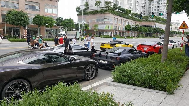 Xem hàng chục siêu xe của các đại gia Sài thành tụ tập trên phố vào cuối tuần - Ảnh 11.