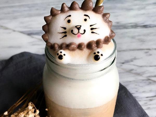 10X Singapore nổi tiếng với tài tạo hình đáng yêu cho các ly cà phê