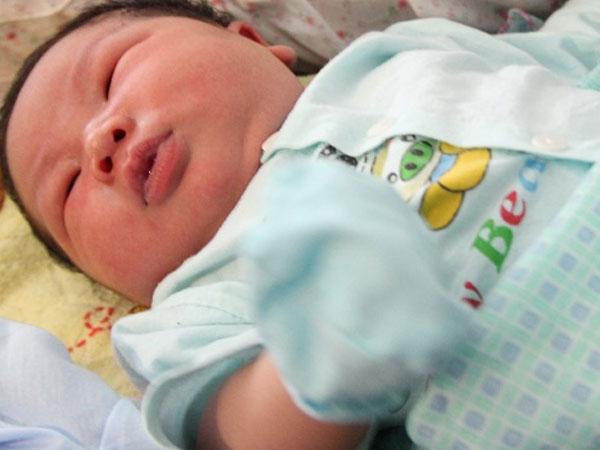 Từ vụ bé trai chào đời nặng 7,1kg, BS sản khoa cảnh báo: Thai to đáng lo hơn đáng mừng