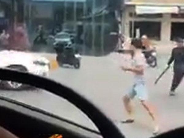 Video: Hai nhóm thanh niên chém loạn xạ trên quốc lộ ở Đồng Nai