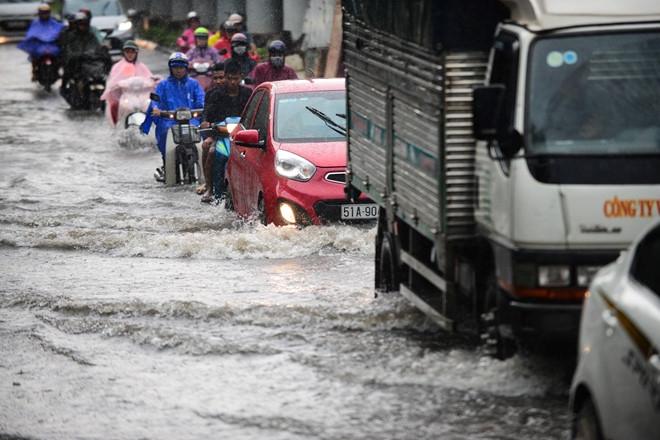 """Chủ """"siêu máy bơm"""" ở Sài Gòn đề nghị điều tra vụ tắc cống, đường ngập - 1"""