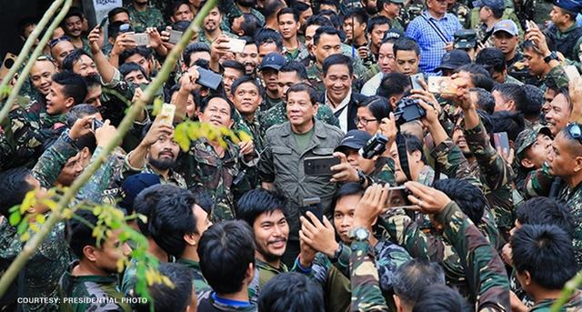 Tổng thống Philippines Rodrigo Duterte tuyên bố giải phóng Marawi khỏi phiến quân. (Ảnh: Văn phòng Tổng thống Philippines)