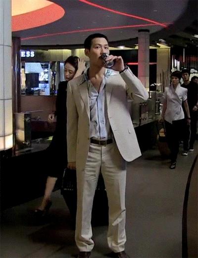 Quyền lực chị đại Kim Hye Soo ở làng phim Hàn: Bạn diễn nam toát mồ hôi hột, cả phim trường nín thinh! - Ảnh 3.