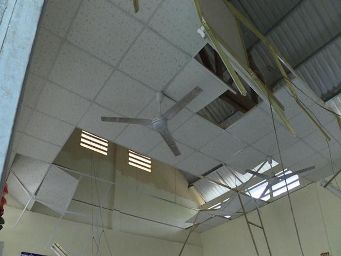 Hiện trường xảy ra sự cố sập la phông làm 9 học sinh nhập viện ///  Ảnh: Thanh Đức