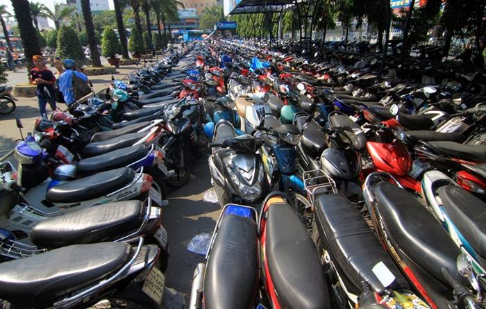 Xe máy bán chạy, thị trường xe máy, cấm xe máy, kinh doanh xe máy, hạ tầng giao thông, xe máy gây tắc đường, giao thông công cộng