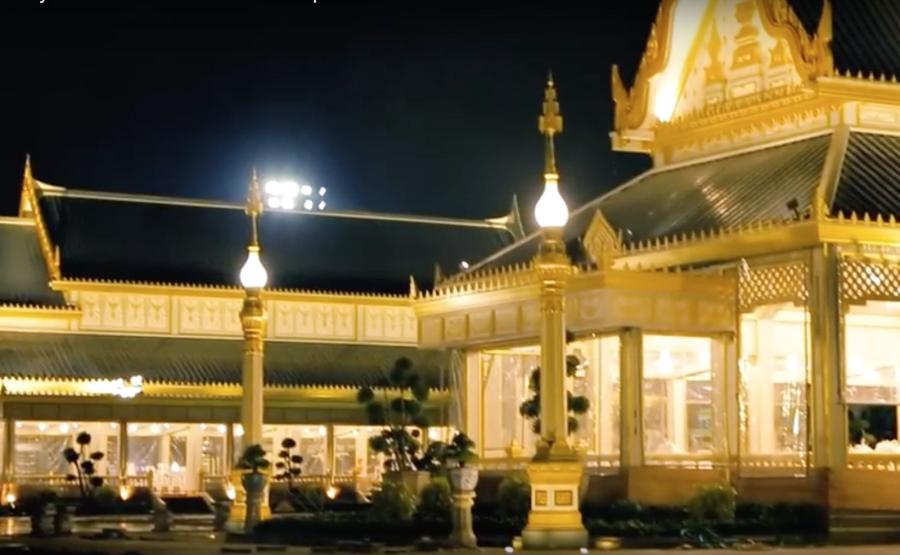 Có gì trong lễ tang 30 triệu USD của cố vương Thái Lan Bhumibol Adulyadej? - Ảnh 2.