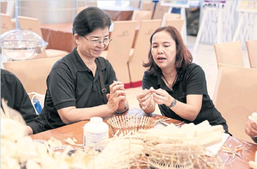 Có gì trong lễ tang 30 triệu USD của cố vương Thái Lan Bhumibol Adulyadej? - Ảnh 11.
