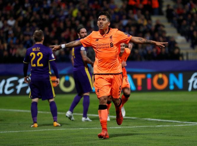Mertens đá hỏng penalty, Napoli gục ngã trước M.C