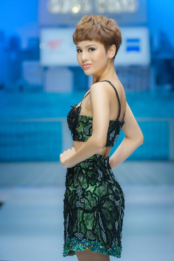 nhung-mau-vay-ngan-sexy-cho-mua-tiec-tung-1