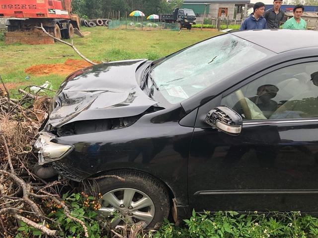 Xe ô tô bị hư hỏng nặng (Ảnh: Minh Tuấn)