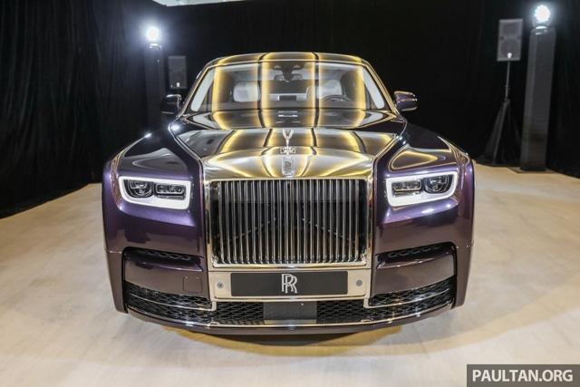 Xe siêu sang Rolls-Royce Phantom 2018 ra mắt Đông Nam Á với giá chưa thuế từ 11,8 tỷ Đồng - Ảnh 1.