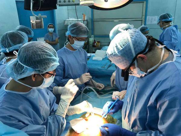 TP.HCM: Bé gái 3 tuổi xơ gan giai đoạn cuối sống sót nhờ phần tạng hiến của anh họ