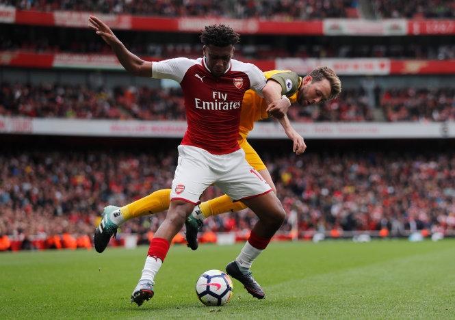Europa League: Arsenal, Milan nên noi theo… M.U