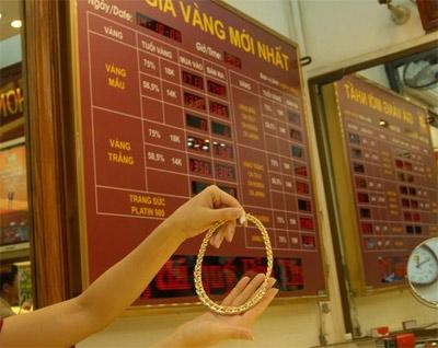 Tính từ phiên đầu tuần, mỗi lượng vàng trượt giảm gần 200.000 đồng.