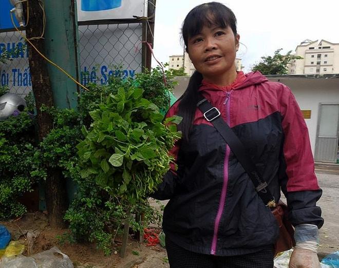 Hà Nội: Bà nội chợ méo mặt vì rau xanh khan hiếm, giá tăng gấp đôi sau ngập lụt - Ảnh 4.