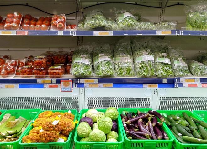 Hà Nội: Bà nội chợ méo mặt vì rau xanh khan hiếm, giá tăng gấp đôi sau ngập lụt - Ảnh 5.